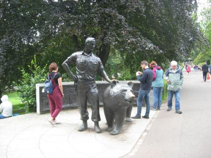 Wotjek the Bear Statue